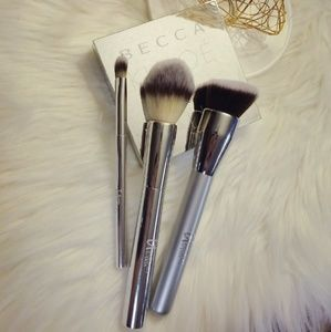 It Cosmetics brushes bundle like new